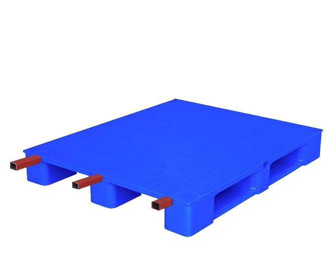 подсилен пластмасов палет с 3 метални траверса